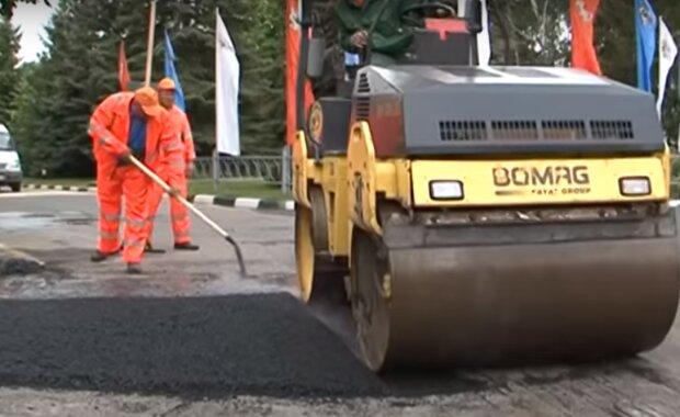 ремонт дороги, скріншот з відео