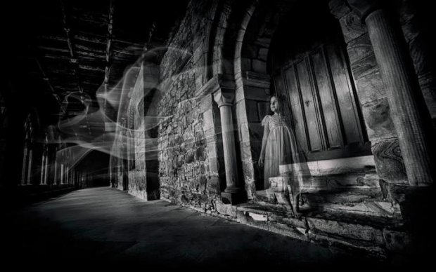 Призраки верхом на лошадях защитили старинный замок от туристов: фото