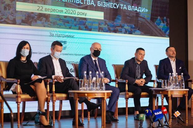 """Форум """"Діалог громадянського суспільства бізнесу та влади"""""""