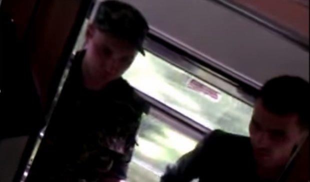 В Ужгороде повестки вручали в поезде (видео)