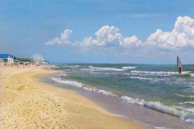 """Азовське море під загрозою, українці можуть втратити улюблений курорт: """"Вивозять фурами"""""""