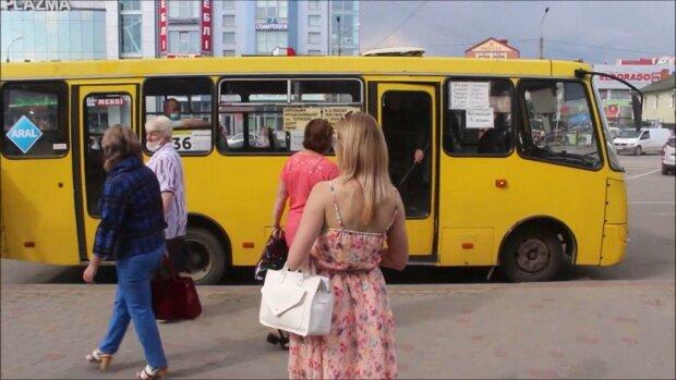 """Тернополянин устроил пьяный дебош в маршрутке и пригрозил водителю – """"Не надену маску!"""""""