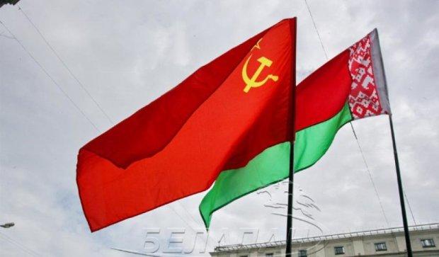 В Минске подписи за Лукашенко собирают под флагом СССР