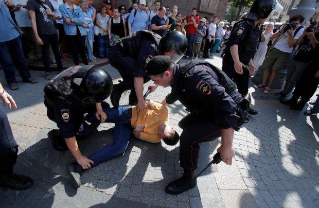 Хлопки, ОМОН, крики и стоны: на митинге в Москве россиян избивают и унижают, творится ад