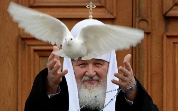 """Русское """"правослабие"""" вынудило голубей молиться во спасение: видео"""