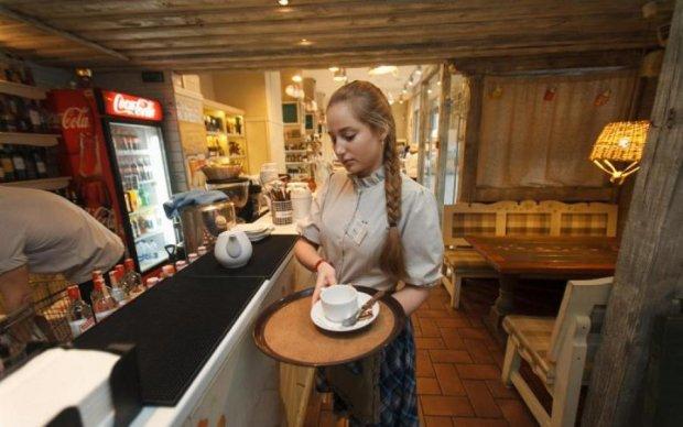 Недостаток мозгов и воспитания: столичное кафе вляпалось в громкий скандал