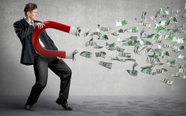 Притягивает деньги: что делать этим знакам Зодиака, чтобы разбогатеть