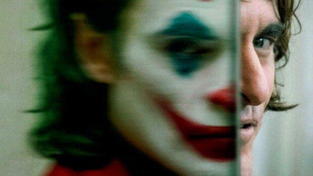 """Создатели нового """"Джокера"""" попали в скандал: в главной сцене звучит песня осужденного маньяка"""
