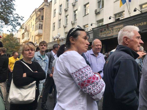 Стало известно, кто виноват в избиении журналистки под Генпрокуратурой