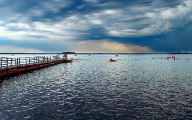 Подих перехоплює: в мережі показали Шацькі озера з висоти