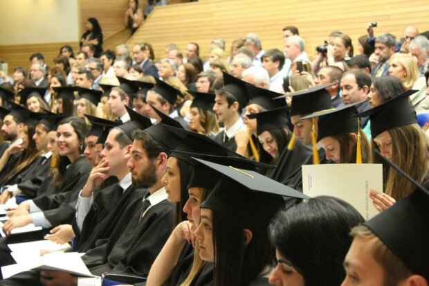 """Українським студентам припинять платити стипендію через """"підвищення"""": що говорить Новосад"""