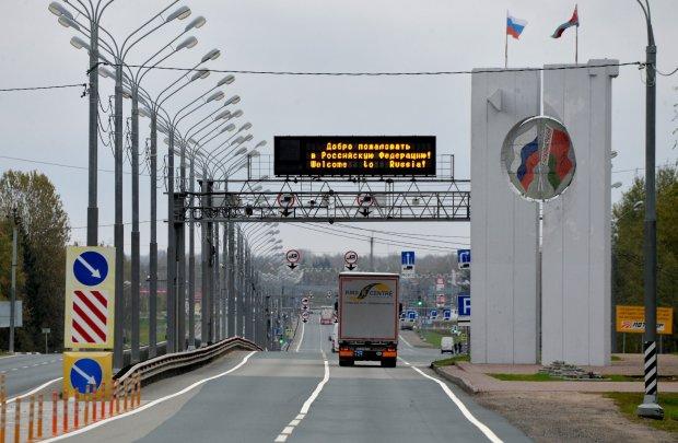 Известный журналист срочно сбежал из России:  что происходит
