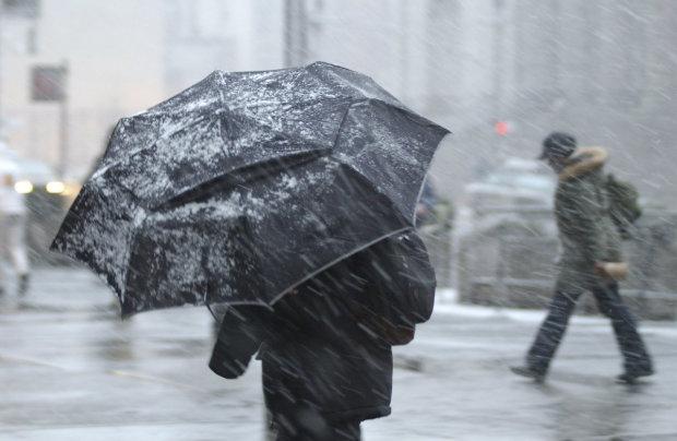 Прогноз погоды на неделю: украинцам пообещали много снега, курточки и зонтики не прячем