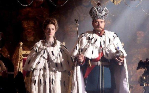Поклонська не вберегла Миколу II від ажіотажу в кінотеатрах