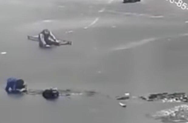 Патрульні врятували людей з води, facebook.com/mvs.gov.ua