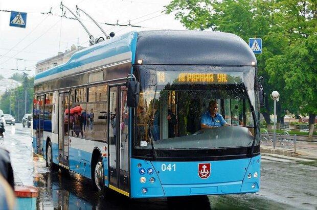 Тихіше їдеш - далі будеш: у Вінниці запускають безшумний тролейбус
