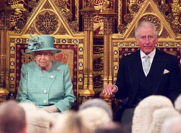 Елизавета II и принц Чарльз, фото: Instagram / theroyalfamily