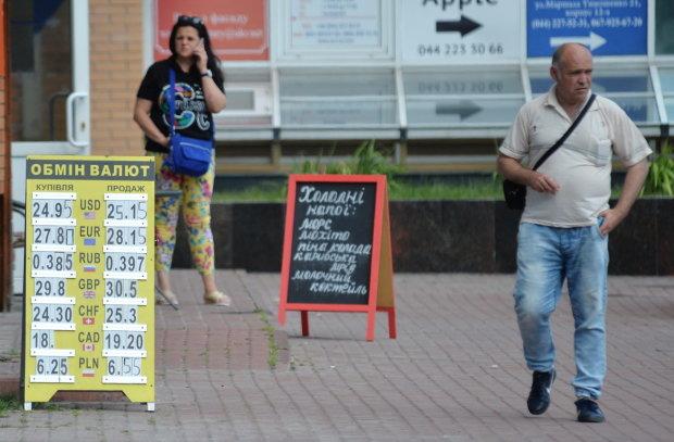 Стрімке падіння чи потужний злет: чого чекати українцям від курсу валют