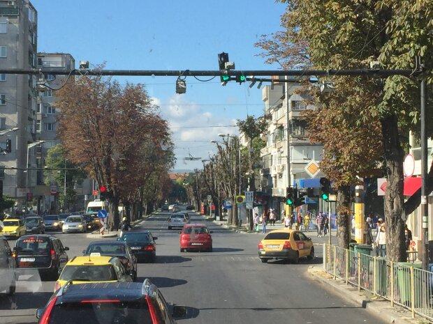 Красунчик на мільйон: шестиколісний Гелендваген занесло в центр Одеси, мрію водіїв зловила камера