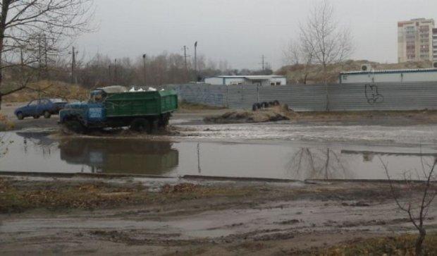 Новую дорогу в Запорожье смыло дождем (фото)
