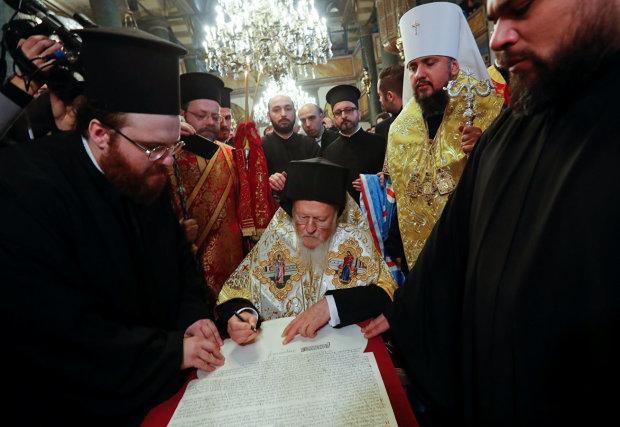 Религиовед объяснил, почему украинский Томос - это победа и для Константинополя
