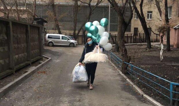 Волонтеры помогли спасти ребенка: Facebook Мама и младенец
