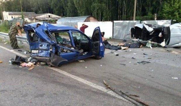 """Безумный водитель уничтожил """"Опель"""" и убил 3 людей"""