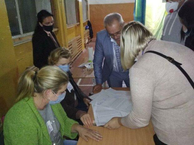 Вибори в Яремче, фото: Facebook Михавил Стефурак