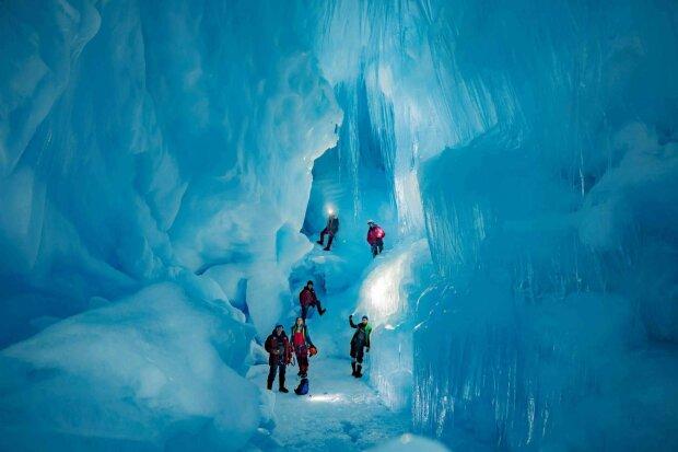"""Украинцы нашли вход в """"затерянную"""" пещеру в Антарктиде, находка шокировала ученых"""