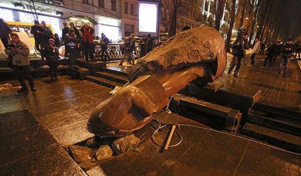 Власти объясняют почему уничтожают памятники Ленину