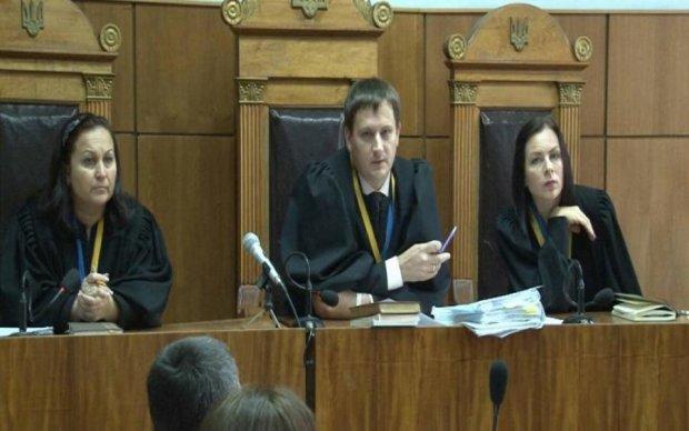 Суд або його імітація: активісти Дніпра йдуть на Київ