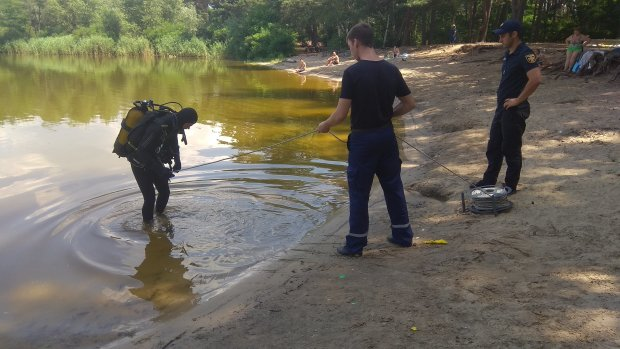 Из водоема достали еще одно тело: Украина не может оправиться от шока, новая трагедия