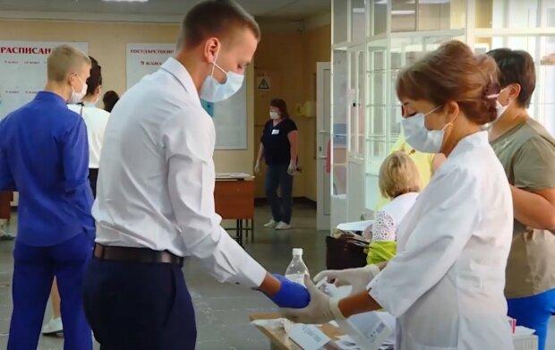 учеба в школах, скриншот из видео