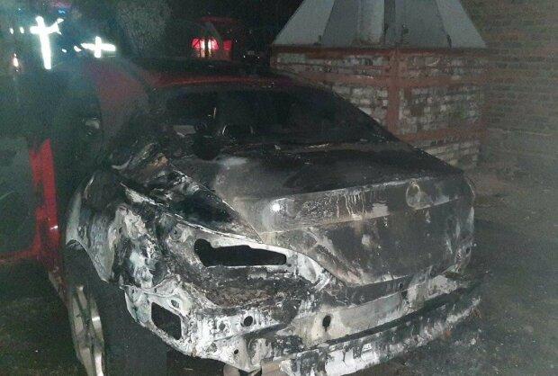 поджог авто, фото: Национальная полиция