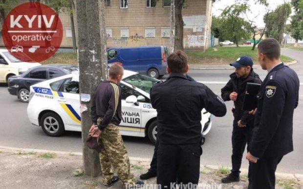 """У Києві двоє чоловіків влаштували бійню через """"п'яту точку"""" хлопчика"""