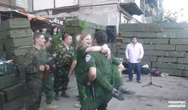 На день народження Гіві влаштував «брудні танці» з терористками (відео)
