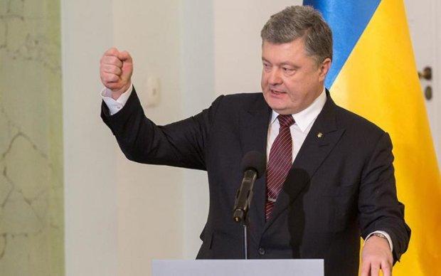 Порошенко придумав покарання кримчанам, які ходять на вибори Путіна