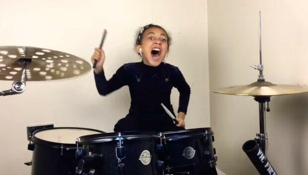Барабанщица Нанди Бушел, фото: скриншот с YouTube