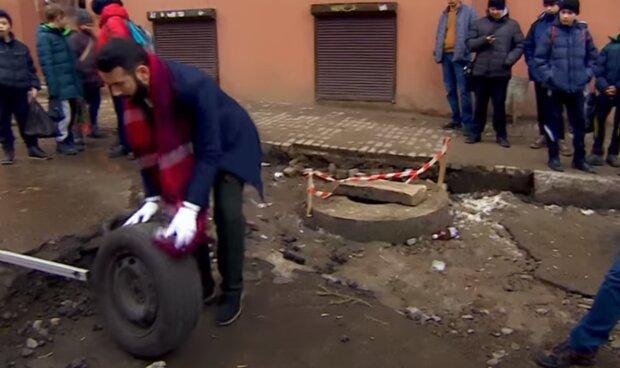"""В Черновцах разъярённые водители пришли под мэрию: """"Лопнули шины и терпение"""""""