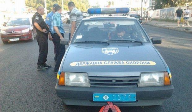 Автівка Держслужби охорони зіткнулась з позашляховиком (фото)