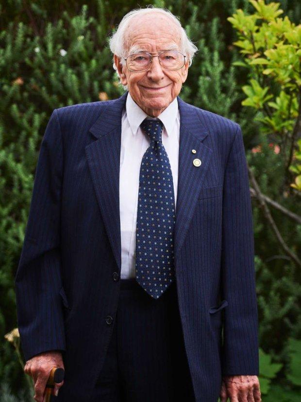94-річний пенсіонер став найстарішим у світі аспірантом: я просто ніколи не припиняв навчатися