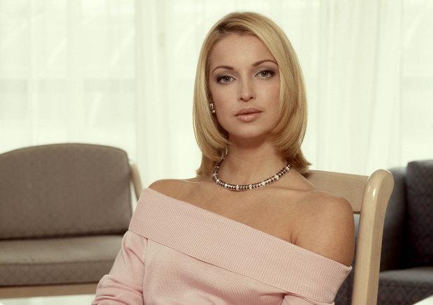 Волочкова догоджає спонсорам прямо в офісі