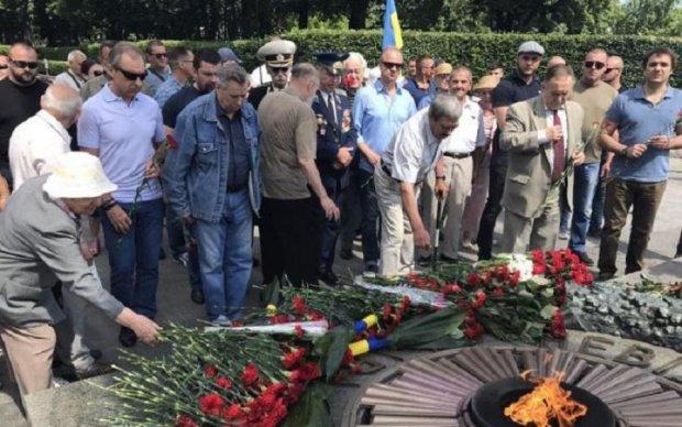 """""""Украинский выбор"""" почтил память жертв Великой Отечественной войны"""