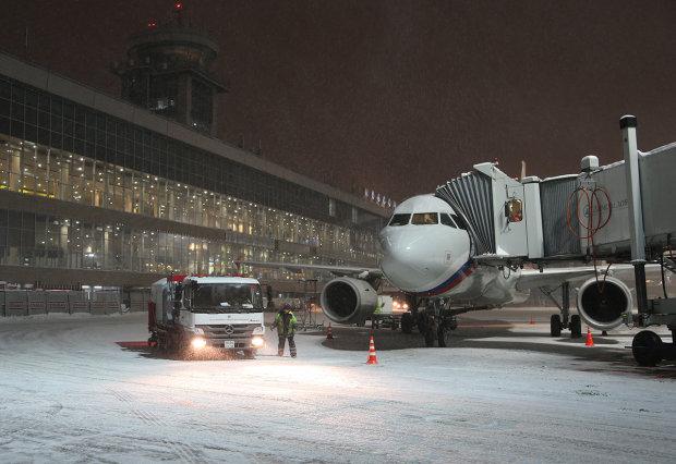 У Борисполі та Жулянах люди годинами сидять на валізах через скасовані рейси: діється щось неймовірне