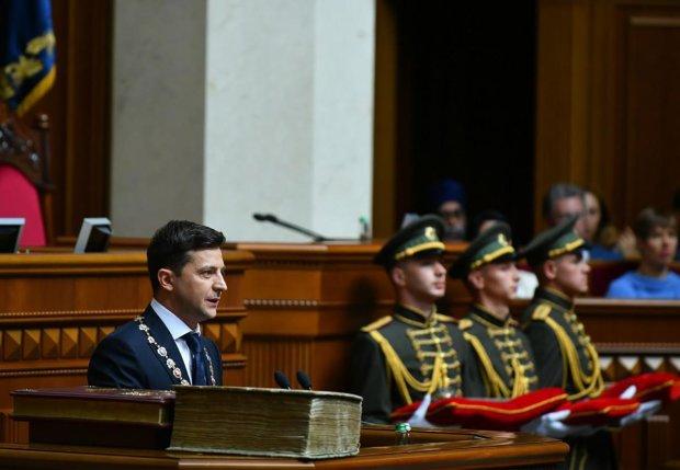 Зеленский внес в Раду закон, который ждали все украинцы: чиновники от него в ужасе