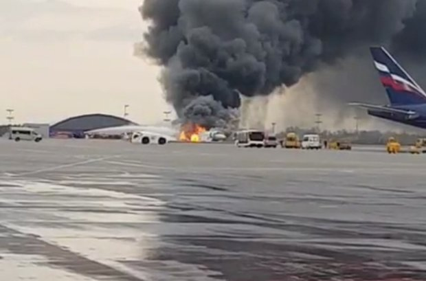 Трагедия в Шереметьево: обнародованы последние кадры с горящего самолета