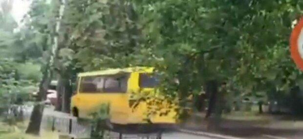 У Києві банда примарних гонщиків викрала маршрутку, щоб не платити за проїзд