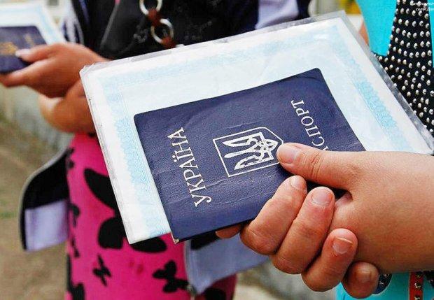 Новые правила прописки ударят по кошельку и гордости украинцев: проверять будут даже средства гигиены и одежду