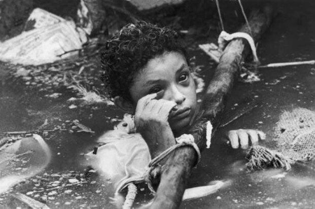 Имя этой девочки запомнят навсегда: ребенок умирал перед телекамерами, никто так и не помог ей