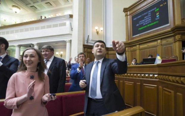 Нарум'янений Ляшко і буфетниця-Гройсман: українські політики в образі жінок